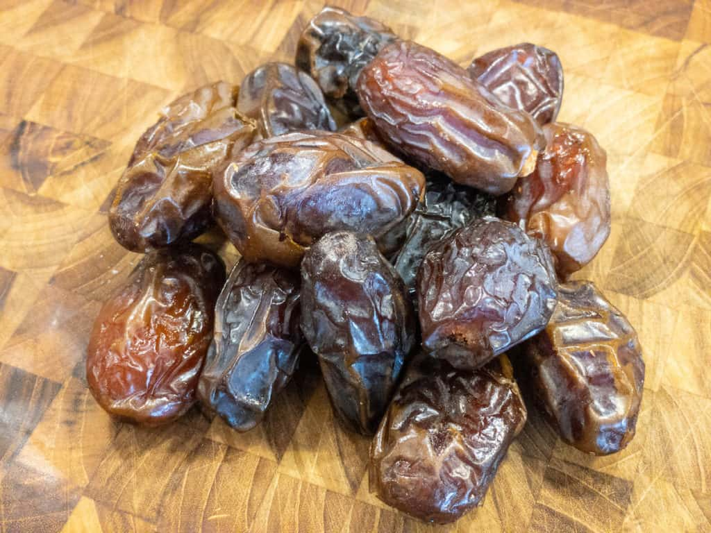 16 Medjool dates in a pile